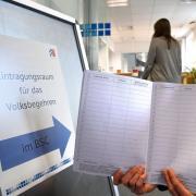 """In diese Listen konnten sich im Günzburger """"Bürgerservice-Center"""" Bürgerinnen und Bürger der Stadt gegen Vorlage ihres Personalausweises eintragen, die das Volksbegehren unterstützten."""