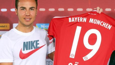 Mario Götze hatte kein T-Shirt vom Sponsor an.