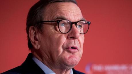 Altkanzler Gerhard Schröder befürwortet die Pläne von 96-Boss Martin Kind.