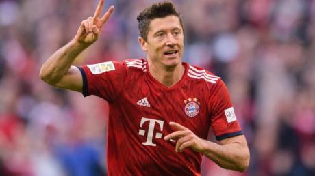 Bayern-Torjäger Robert Lewandowski jubelt über sein 200. Tor in der Fußball-Bundesliga. Foto: Matthias Balk