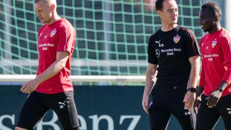 Hat bei Andreas Beck (r) und Co. neue Kräfte mobilisiert: Trainer Nico Willig (M).