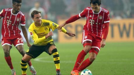 Spielten beide schon für Bayern und den BVB: Mats Hummels (r) und Mario Götze (M). Foto: Ina Fassbender