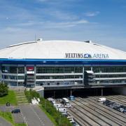 Schalke 04 - Hamburger SV live im Free-TV und Stream: Das Spiel findet in der VELTINS-Arena in Gelsenkirchen statt.