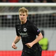 Muss wegen einer Rippenverletzung mit dem Training beim FC Augsburg kürzertreten: Martin Hinteregger. Foto:Arne Dedert