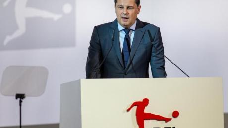 Christian Seifert, Chef der Deutschen Fußball Liga, ist gegen neue Anstoßzeiten und Pflichtspiele im Ausland. Foto: A. Gora