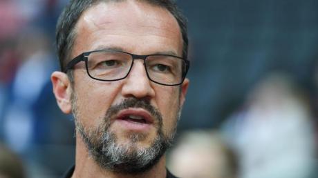 Hat mit Eintracht Frankfurt ein straffes Programm vor sich: Sportvorstand Fredi Bobic. Foto: Arne Dedert