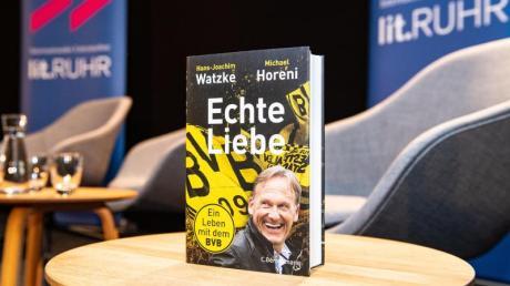 BVB-Boss Hans-Joachim Watzke stellte sein Buch vor. Foto: Guido Kirchner/dpa