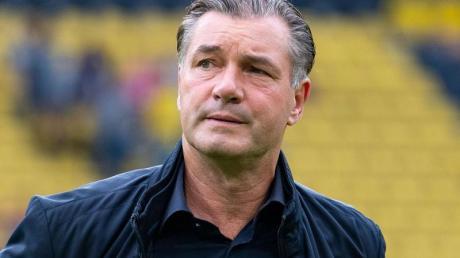 Michael Zorc hält die Diskussionen um Trainer Lucien Favre für «Kinderkram.». Foto: Guido Kirchner/dpa