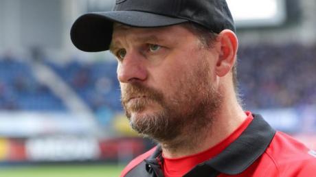 Paderborns Trainer Steffen Baumgart hat am 9. Spieltag gegen Fortuna Düsseldorf den ersten Saisonsieg feiern dürfen. Foto: Friso Gentsch/dpa