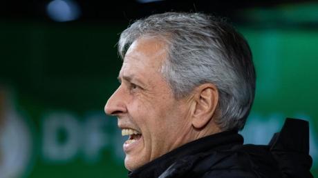 Trifft mit Dortmund auf den VfL Wolfsburg: BVB-Coach Lucien Favre. Foto: Guido Kirchner/dpa