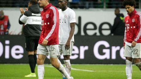 Thomas Müller (l) hatte bei seinem 500. Bayern-Pflichtspiel keinen Grund zum Feiern. Foto: Hasan Bratic/dpa