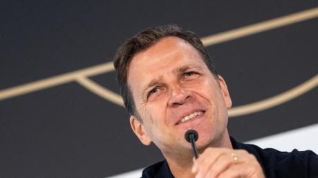 DFB-Direktor Oliver Bierhoff hält Hansi Flick für einen kompetenten Fachmann.