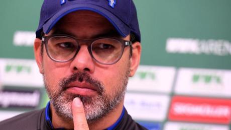 Muss vor dem Spiel gegen Düsseldorf die Abwehrprobleme der Schalker lösen: Trainer David Wagner. Foto: Stefan Puchner/dpa