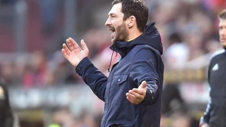 Mainz-Trainer Sandro Schwarz hadert mit der Niederlage gegen Union Berlin, braucht aber nicht um seinen Job zu fürchten. Foto: Torsten Silz/dpa