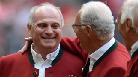 Franz Beckenbauer und Uli Hoeneß (l) bei einem Treffen der Münchener Mannschaft von 1972.