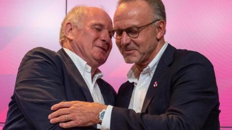 Karl-Heinz Rummenigge (r) hat die Ausnahmestellung von Uli Hoeneß für den FC Bayern München hervorgehoben.
