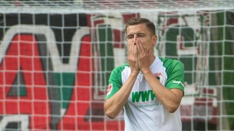 Der FC Augsburg muss vorerst auf Alfred Finnbogason verzichten. Foto: Stefan Puchner/dpa