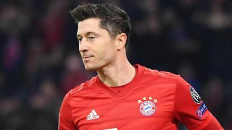 Schwärmt noch immer von Trainer Pep Guardiole: Bayern-Star Robert Lewandowski. Foto: Matthias Balk/dpa