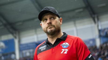 Kritisiert die Preise der Tickets für einen Stadionbesuch:Paderborns Trainer Steffen Baumgart. Foto: David Inderlied/dpa