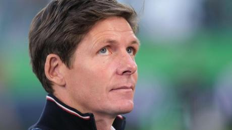 Wolfsburgs Trainer Oliver Glasner freut sich über die Rückkehr einiger Leistungsträger. Foto: Peter Steffen/dpa