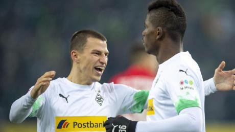 Gladbach spielt am 15.12.19 gegen Wolfsburg, was sich live im TV und Stream sehen lässt.