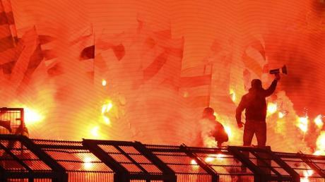 Teurer Spaß: Gladbach-Fans brannten in Dortmund 2018 reichlich Pyrotechnik ab.