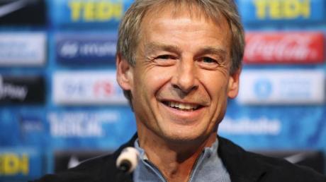 Machte schon privat mit Eintracht-Coach Adi Hütter Bekanntschaft: Hertha-Trainer Jürgen Klinsmann.