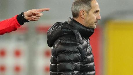 Eintracht-Trainer Adi Hütter war nach der Niederlage in Paderborn enttäuscht.
