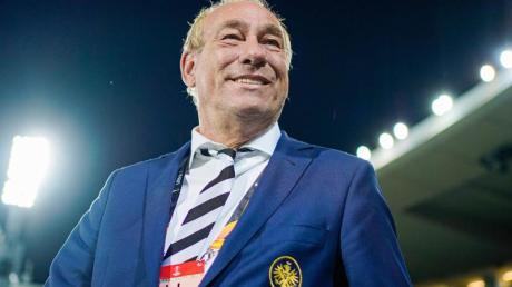 Eintracht-Präsident Peter Fischer träumt von einem Spiel gegen den FCLiverpool.