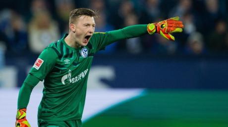 Schalkes Torwart Markus Schubert sichert seinem Kollegen Alexander Nübel Unterstützung zu.