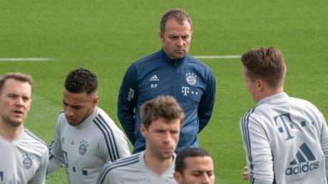 Im Gegensatz zu Bayern-Trainer Hansi Flick haben Spieler des Kicker Managerspiels eine große personelle Auswahl.