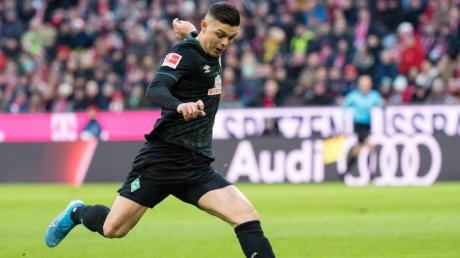 Werder live im TV und Stream: Beim Fußball am 1.2.20 spielt Bremen in der Bundesliga gegen den FC Augsburg. Hier gibt es die Infos zur Übertragung.
