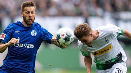Die Bundesliga startet heute mit Spieltag 18 live im TV und Stream. Sind die Spiele auf DAZN oder Sky zu sehen? Gibt es eine Free-TV-Übertragung? Und wer spielt? Hier die Infos.