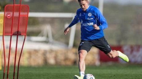 Bastian Oczipka bleibt bis 2023 beim FC Schalke.