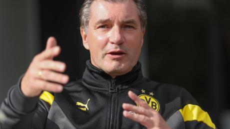 Der Dortmunder Sportdirektor Michael Zorc hat Spekulationen über Transfers von Alcacer und Bruun Larsen zurückgewiesen.