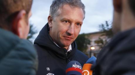Sportchef Frank Baumann hat bei Werder Bremen Fehler bei der Kaderzusammenstellung eingeräumt.