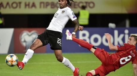Der Österreicher Valentino Lazaro (l) könnte zurück in die Bundesliga kommen.