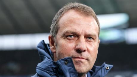 Ist für eine Senkung der Altersgrenze im Profifußball: Bayern-Coach Hansi Flick.