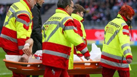 Kölns Rafael Czichos musste in der Partie gegen Hertha BSCverletzt vom Platz getragen werden.
