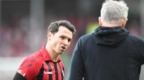Nicolas Höfler meldete sich bei Trainer Christian Streich ab. Freiburg konnte das 0:2 trotzdem nicht verhindern.