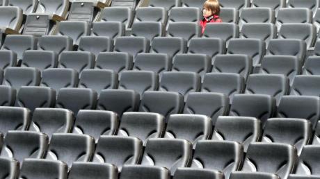 Eintracht Frankfurt muss seinHeimspiel gegen Borussia Mönchengladbach ohne Zuschauer austragen.