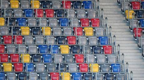 Eine leere Zuschauertribüne im Düsseldorfer Stadion.