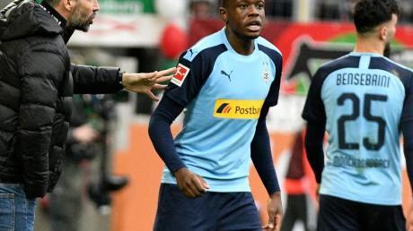 Manchester United soll an Gladbachs Denis Zakaria (M) interessiert sein.