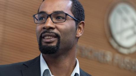 Ex-Profi Cacau verurteilt den zuletzt wieder häufiger aufgetretenen Rassismus im Fußball.