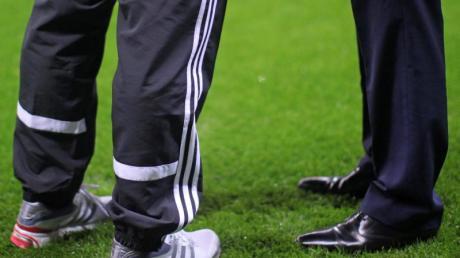 Im Fußball drohen wegen der Coronavirus-Krise finanzielle Einbußen. Die ersten Spielerberater reagieren darauf.