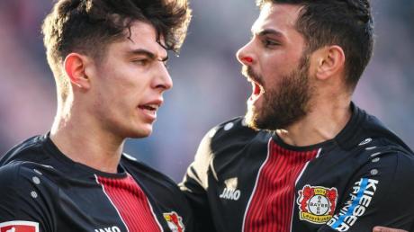 Bayer Leverkusens Profis halten weiterhin Kontakt: Kai Havertz (l) und Kevin Volland vor der Corona-Krise.