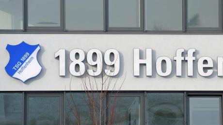TSG 1899 Hoffenheim verlängert die wegen der Corona-Krise verhängte Auszeit der Profis.