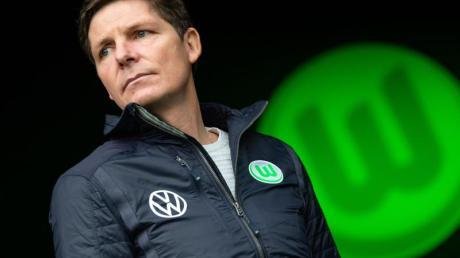 Trainer Oliver Glasner hat für die Wolfsburger Spieler am Montag eigentlich ein Training geplant.