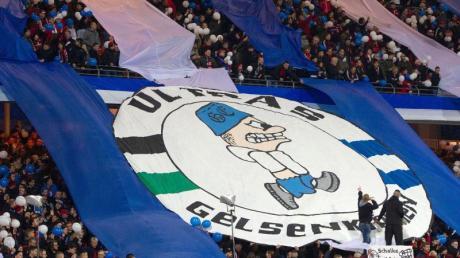 Fans des FC Schalke 04 haben sich in der Corona-Krise einen besonderen Lieferservice ausgedacht.
