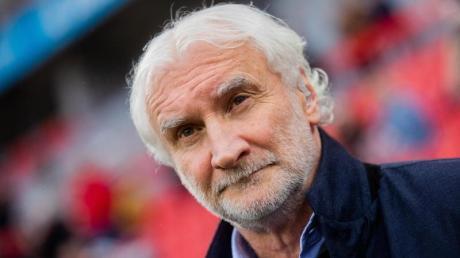 Laut Leverkusens Sportchef Rudi Völler sind Führung und Spieler des Vereins zu einem Gehaltsverzicht bereit.